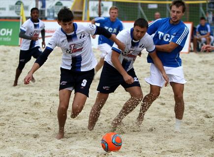 Новосибирские пляжные футболисты готовятся к Кубку России